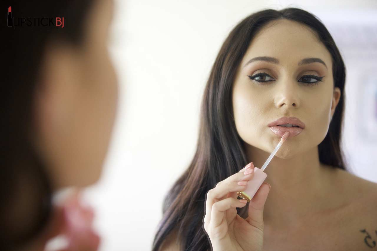 Ariana Marie Gives a LipstickBJ